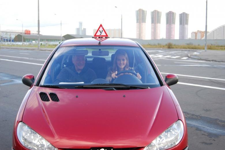 Ученик за рулем автомобиля